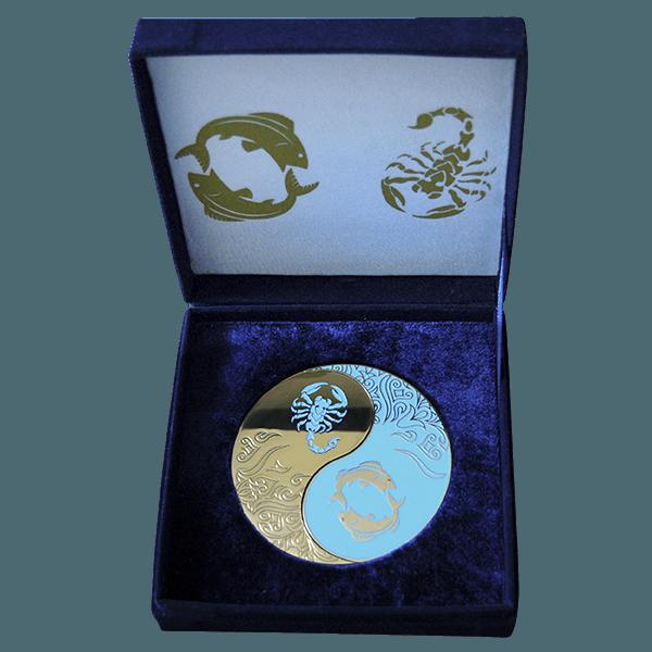 Двойная сувенирная медаль в футляре